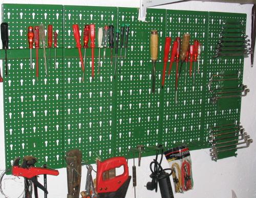 Werkzeughalter mit Werkzeugen