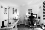 Bild 1: Individuell eingerichteter Arbeitsplatz zu Hause